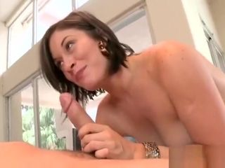 Milf wants to get her curvy bottoms tamed by hard pecker