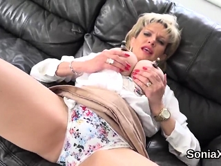 Hotwife uk mature chick sonia exposes her humungous breasts54