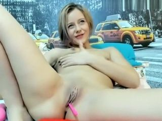 Mature light-haired girl kneads her cooter