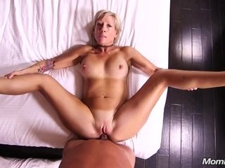 This Horny Blondie Housewife Knows How To Make Love - housewife