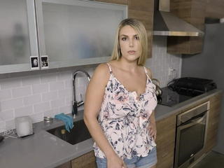 Stepmom MILF had not been fucked by dad