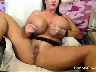 Ginormous mammories On cam