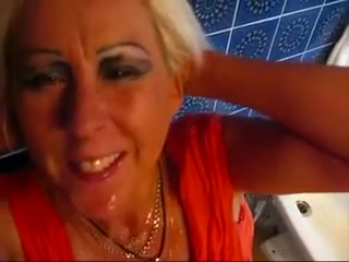 This mature harlot knows how to give a great blowjob