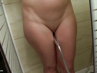 Amateur MILF with hungry cunt takes shower