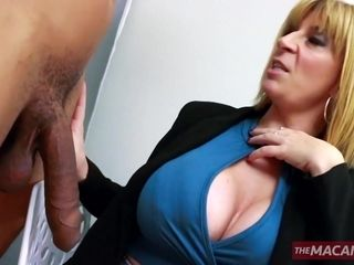 Accomplished blondie complies new prick with her mature fuck holes