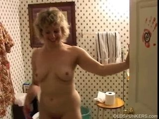 Hawt cougar likes to fuck a younger mate