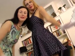 Les cougar jacking With buxom honey