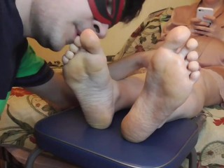 A mankisses his wife's feet while she chatting with lover and shares intimate photos with him