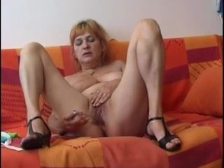 Saggy mature tries her toy