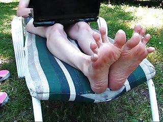 Wrinkled Soles crave fingertips squirming!