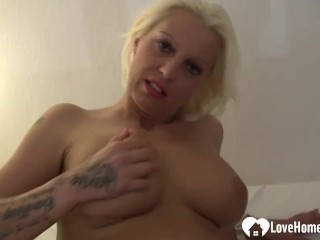 Warm gf unclothes and thumbs herself on web cam