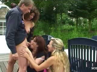 German Mature Public Scandal Group Fuck at directly in Park