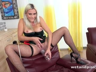 Brittany Bardot Solo Pissing and Masturbating Scene