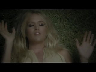 me carrie underwood singing heartbeat