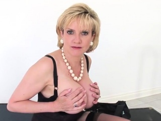 Hotwife brit mature dame sonia introduces her ginormous cupcakes