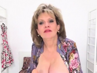 Adulterous uk mature nymph sonia flashes her hefty cupcakes
