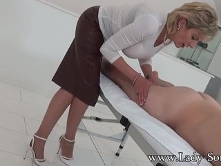 Softcore rubdown and hand-job from chick Sonia