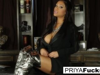 Indian cougar Priya shares her secret sexual wishes