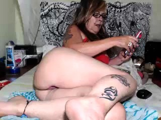 Readhead mature tramp solo with her butt