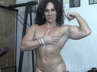 Torn lady Muscle milf bare in the Gym