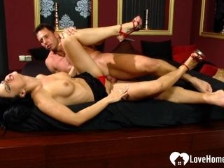 Enticing wifey gets a masculine pillar inwards of her