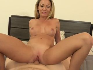 Cougar tour - jaw-dropping ash-blonde cougar Isabelle Deltore creampied