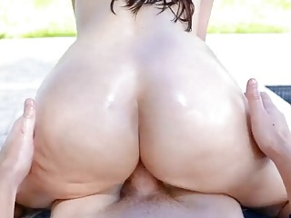 Fucking a great fit MILF outside